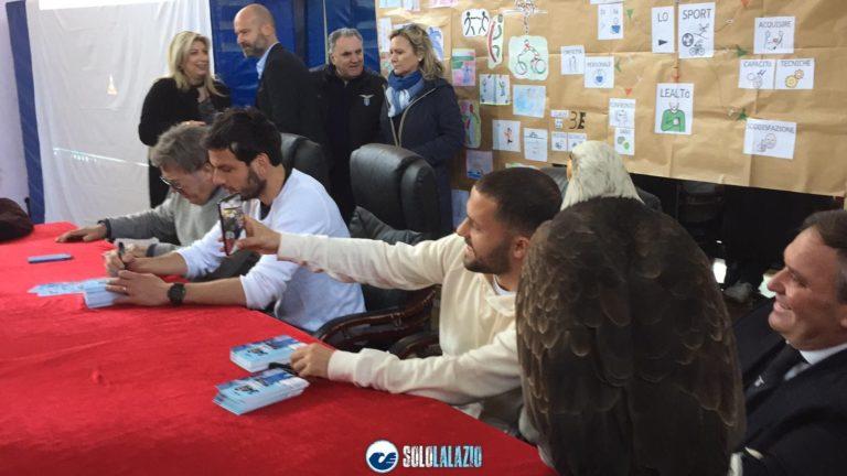 Marco Parolo e Riza Durmisi Lazio nelle scuole