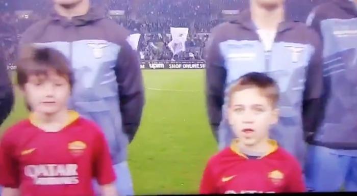 """Derby, bambino """"Forza Lazio"""""""