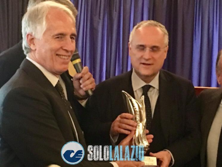 Il presidente riceve il premio