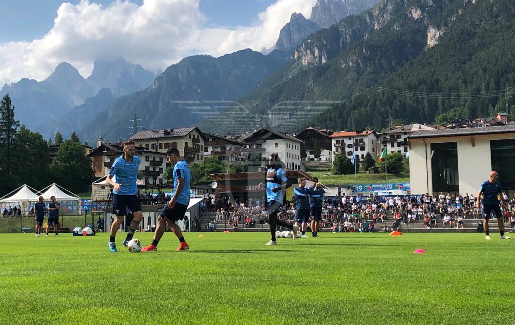 La Lazio si presenta: tutta la prima squadra e la maglia Away