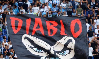 Lazio - Roma, bandierone Diabolik
