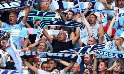 La Curva Nord saluta la Lazio al termine della partita