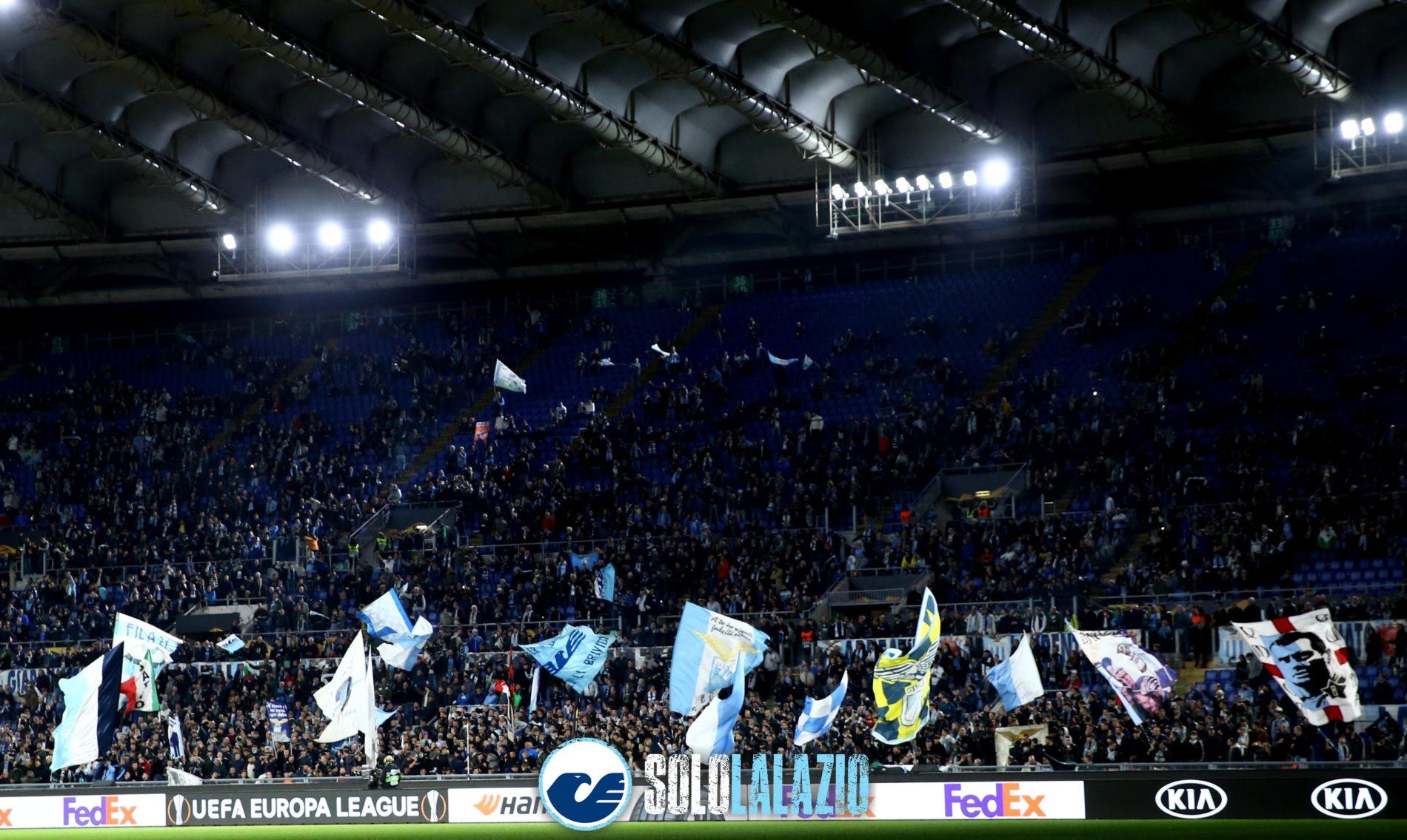 La protesta dei tifosi rossoblù in vista di Genoa - Lazio