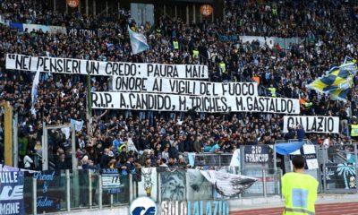 Lazio - Lecce, lo striscione della Curva Nord per i vigili del fuoco morti in provincia di Alessandria