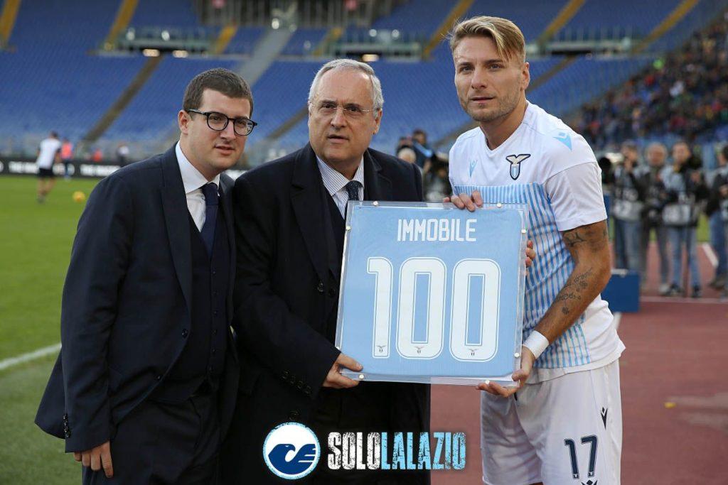 Lazio - Lecce, Ciro Immobile premiato per i 100 gol in biancoceleste