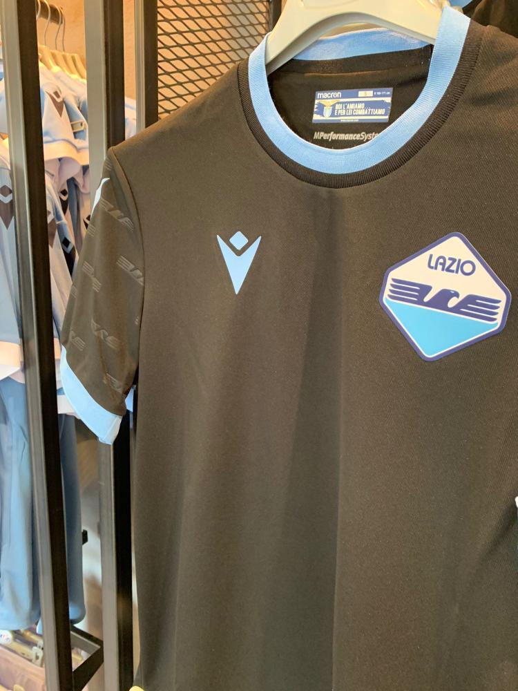 Lazio, in posa con la terza maglia sui social - Solo la Lazio